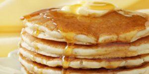 Ontbijt op bed met het dikke pannenkoeken recept