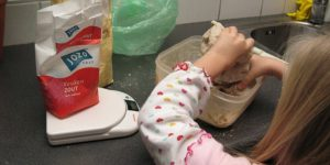 Moederdag kado knutselen: zoutdeeg knutsel